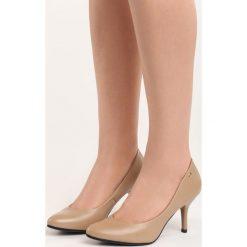 Ciemnobeżowe Czółenka No Roots. Różowe buty ślubne damskie Born2be, ze skóry, ze szpiczastym noskiem, na niskim obcasie, na szpilce. Za 69,99 zł.