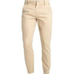 Joggery męskie: Publish JOGGER Spodnie materiałowe khaki