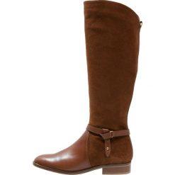 KIOMI Kozaki brandy. Brązowe buty zimowe damskie KIOMI, z materiału. W wyprzedaży za 407,20 zł.