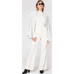 Spodnie z wysokim stanem: Trendyol Proste spodnie z wysokim stanem – White