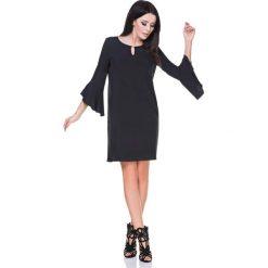 Czarna Sukienka z Rozkloszowanymi Rękawami 3/4. Czarne sukienki asymetryczne marki Molly.pl, do pracy, l, z dzianiny, biznesowe, z asymetrycznym kołnierzem. Za 144,90 zł.