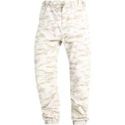 Spodnie męskie: Carhartt WIP MARSHALL COLUMBIA Spodnie materiałowe camo tiger/desert rinsed