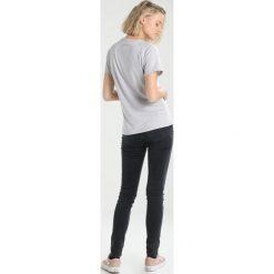 Mammut MOUNTAIN WOMEN Tshirt z nadrukiem marble. Szare t-shirty damskie Mammut, s, z nadrukiem, z elastanu. Za 209,00 zł.