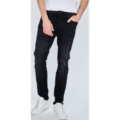 Review - Jeansy Simon. Czarne jeansy męskie slim marki Review. W wyprzedaży za 119,90 zł.