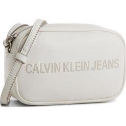 Torebka CALVIN KLEIN JEANS - Sculpted Camera Bag K40K400385 103. Białe listonoszki damskie marki Calvin Klein Jeans, z jeansu. Za 399,00 zł.