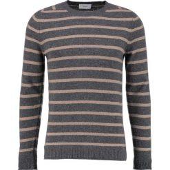 CLOSED Sweter grey. Szare swetry klasyczne męskie marki CLOSED, l, z materiału. W wyprzedaży za 503,20 zł.