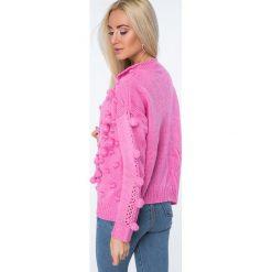 Sweter z pomponami ciemnoróżowy MISC232. Czerwone kardigany damskie marki Fasardi. Za 119,00 zł.
