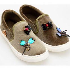 Tenisówki z motylkami - Khaki. Brązowe buty sportowe dziewczęce marki Reserved. W wyprzedaży za 29,99 zł.