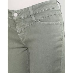 Odzież damska: Mustang JASMIN  Jeansy Straight Leg chinios green