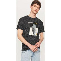 Melanżowy t-shirt z nadrukiem - Czarny. Białe t-shirty męskie z nadrukiem marki Reserved, l. Za 49,99 zł.