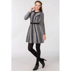 Sukienki: Nowoczesna sukienka w prążki