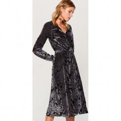 Sukienka z tkaniny devore Gold Label - Szary. Czarne sukienki z falbanami marki Molly.pl, na jesień, uniwersalny, z wełny, z golfem, dopasowane. Za 189,99 zł.