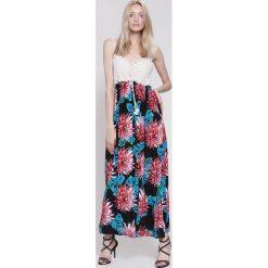 Sukienki hiszpanki: Czarno-Czerwona Sukienka Flowers Water