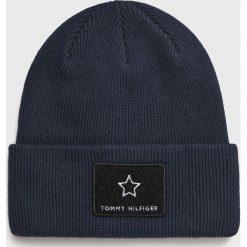 Tommy Hilfiger - Czapka. Czarne czapki zimowe damskie marki TOMMY HILFIGER, z bawełny. Za 229,90 zł.