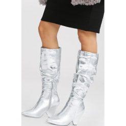 Srebrne Kozaki My Happiness. Szare buty zimowe damskie vices, z materiału, ze szpiczastym noskiem, na wysokim obcasie, na obcasie. Za 169,99 zł.