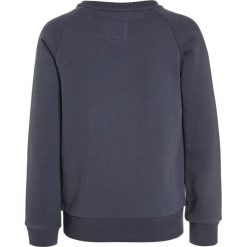 American Outfitters CNECK RAGLAN POW Bluza stone blue. Niebieskie bluzy chłopięce marki American Outfitters, z bawełny. W wyprzedaży za 254,25 zł.