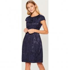Żakardowa sukienka z krótkimi rękawami - Niebieski. Czarne sukienki mini marki bonprix, w koronkowe wzory. Za 179,99 zł.