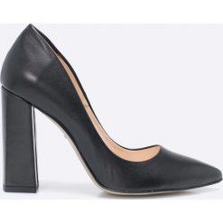 Wojas - Czółenka. Czarne buty ślubne damskie marki Wojas, z materiału, z okrągłym noskiem. Za 349,90 zł.