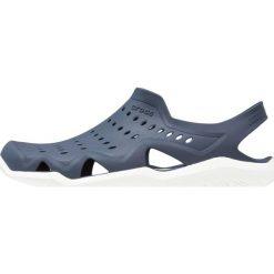 Crocs SWIFTWATER WAVE Sandały kąpielowe navy/white. Niebieskie kąpielówki męskie marki Crocs, z materiału. Za 169,00 zł.