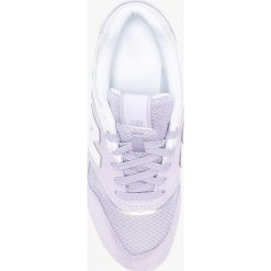 New Balance - Buty WL697PTV. Czerwone buty sportowe damskie marki New Balance, z gumy. W wyprzedaży za 319,90 zł.