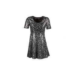 Sukienki krótkie Love Moschino  ADENOPHORE. Sukienki małe czarne marki Love Moschino, z krótkim rękawem. Za 1159,20 zł.