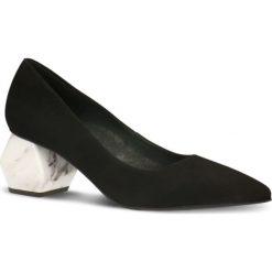 Czółenka AIKO. Czarne buty ślubne damskie Gino Rossi, w geometryczne wzory, ze skóry. Za 379,90 zł.