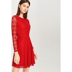 Koronkowa sukienka - Czerwony. Czerwone sukienki koronkowe marki Reserved, m. W wyprzedaży za 89,99 zł.
