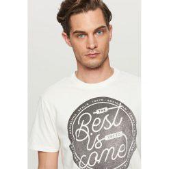 T-shirty męskie: T-shirt z hasłem best is come – Kremowy
