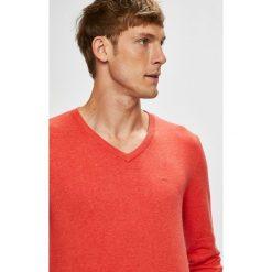 Tom Tailor Denim - Sweter. Różowe swetry klasyczne męskie TOM TAILOR DENIM, l, z bawełny, z okrągłym kołnierzem. W wyprzedaży za 89,90 zł.