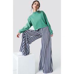 NA-KD Bluza nietoperz z surowym brzegiem - Green. Zielone długie bluzy damskie NA-KD, z długim rękawem. Za 141,95 zł.
