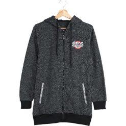 Czarna Bluza Interlude. Czarne bluzy męskie rozpinane marki Born2be, l, z aplikacjami, z dresówki. Za 59,99 zł.