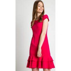 Sukienki: Dopasowana sukienka z falbanami u dołu BIALCON