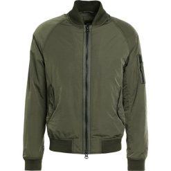 BOSS CASUAL ONITO Kurtka Bomber dark green. Zielone kurtki męskie bomber BOSS Casual, m, z materiału, casualowe. W wyprzedaży za 587,60 zł.