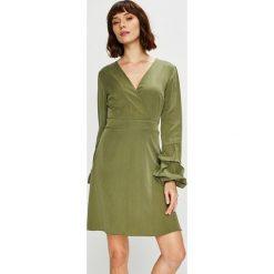 Trendyol - Sukienka. Zielone długie sukienki marki Trendyol, na co dzień, l, z lyocellu, casualowe, z długim rękawem, proste. Za 119,90 zł.