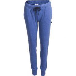 Spodnie dresowe damskie SPDD600 - denim melanż - Outhorn. Szare spodnie dresowe damskie Outhorn, na lato, melanż, z denimu. W wyprzedaży za 39,99 zł.