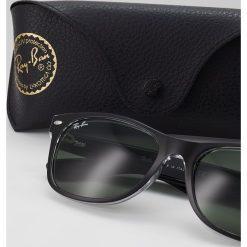 RayBan NEW WAYFARER Okulary przeciwsłoneczne greencrystal standard. Szare okulary przeciwsłoneczne damskie lenonki marki Ray-Ban. Za 549,00 zł.