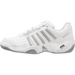 KSWISS ACCOMPLISH III Obuwie multicourt white/highrise. Białe buty sportowe damskie marki K-SWISS. Za 459,00 zł.