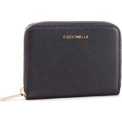 Duży Portfel Damski COCCINELLE - DW1 Metallic Saffiano E2 DW1 11 02 01 Noir 001. Czarne portfele damskie marki Coccinelle. Za 449,90 zł.