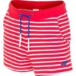 Spodenki dresowe dla dużych dziewcząt JSKDD203 - czerwony neon. Czerwone spodenki chłopięce 4F JUNIOR, z bawełny. Za 29,99 zł.
