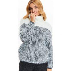 Swetry oversize damskie: GOLF DAMSKI W KONTRASTOWY WZÓR