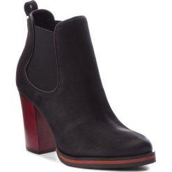 Botki CARINII - B4670/C 360-E50-POL-B77. Czarne buty zimowe damskie Carinii, z nubiku, na obcasie. Za 419,00 zł.
