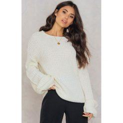 Swetry klasyczne damskie: Rut&Circle Sweter z bufiastym rękawem Lova – White