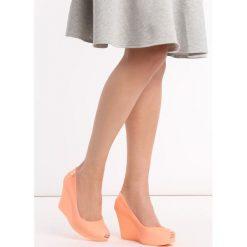 Pomarańczowe Koturny Noklast. Brązowe buty ślubne damskie Born2be, z kauczuku, z okrągłym noskiem, na wysokim obcasie, na koturnie. Za 49,99 zł.