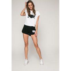 Calvin Klein Jeans - Szorty. Szare szorty jeansowe damskie Calvin Klein Jeans, casualowe. W wyprzedaży za 219,90 zł.
