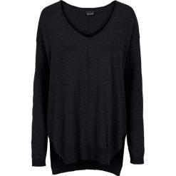 Sweter w serek bonprix czarny. Czarne swetry oversize damskie marki bonprix. Za 49,99 zł.