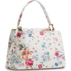 Torebka CREOLE - K10518  Kwiaty Biały. Białe torebki klasyczne damskie Creole, w kwiaty, ze skóry. W wyprzedaży za 189,00 zł.