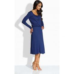 Sukienki balowe: Zwiewna elegancka sukienka granatowa