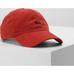 Wood Wood LOW PROFILE Czapka z daszkiem burnt red. Czerwone czapki męskie Wood Wood, z bawełny. W wyprzedaży za 126,75 zł.