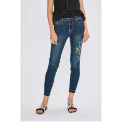 Sublevel - Jeansy. Niebieskie jeansy damskie marki Sublevel. W wyprzedaży za 119,90 zł.