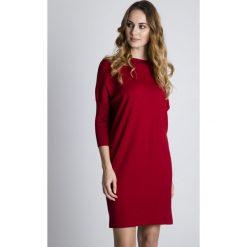 Sukienki dzianinowe: Luźna czerwona sukienka z rękawem 3/4 BIALCON